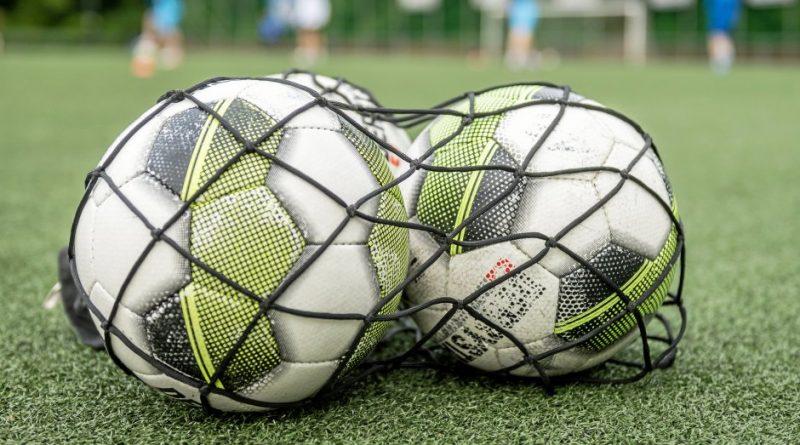 Auch in der Fußball-Bezirksliga rollt ab Anfang September der Ball wieder. Foto: Martin Möller / FUNKE Foto Services
