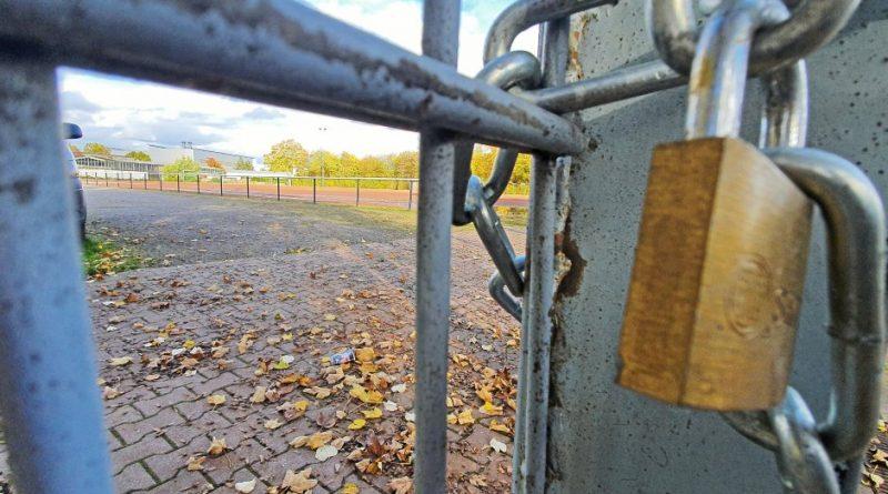 Auf den Sportplätzen geht ab Montag vorerst nichts mehr. Foto: Gero Helm / FUNKE Foto Services