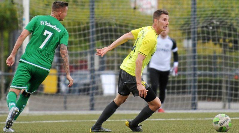 Die gelb-schwarzen Fußballer des GSV Moers müssen zum ambitionierten Aufsteiger TuS Xanten. Foto: Oleksandr Voskresenskyi / FUNKE Foto Services