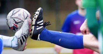 Auf den Kampf um den Ball müssen die Amateurfußballer und Zuschauer im November unverändert verzichten. Foto: René Röder