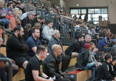 Das waren noch Zeiten: Hunderte von Zuschauern schon bei der Vorrunde des Moerser Stadtpokals am 28. Dezember 2019 im Enni-Sportpark Rheinkamp. Foto: Volker Herold / FUNKE Foto Services