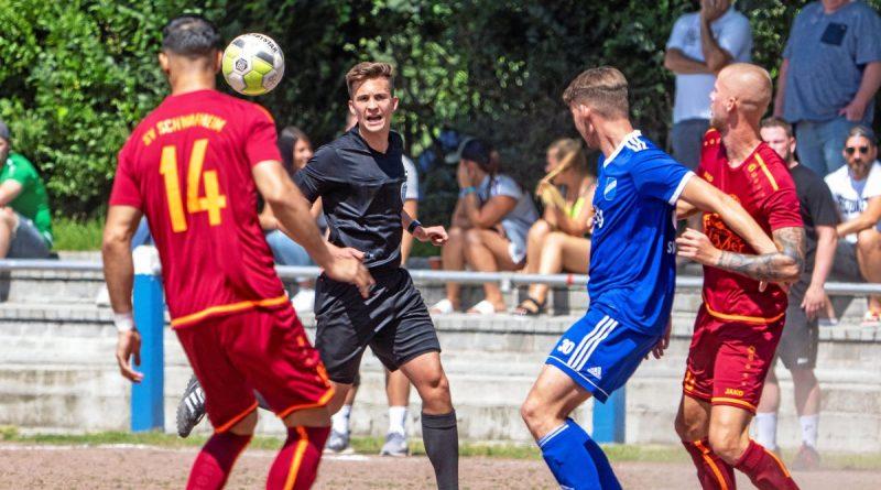 Ende Juli spielten der SV Schwafheim (rot) gegen den SV Scherpenberg beim Schwafheimer Turnier vor Zuschauern. Das soll es in Kürze wieder geben, wenn auch mit anderen Paarungen. Foto: Arnulf Stoffel / FUNKE Foto Services