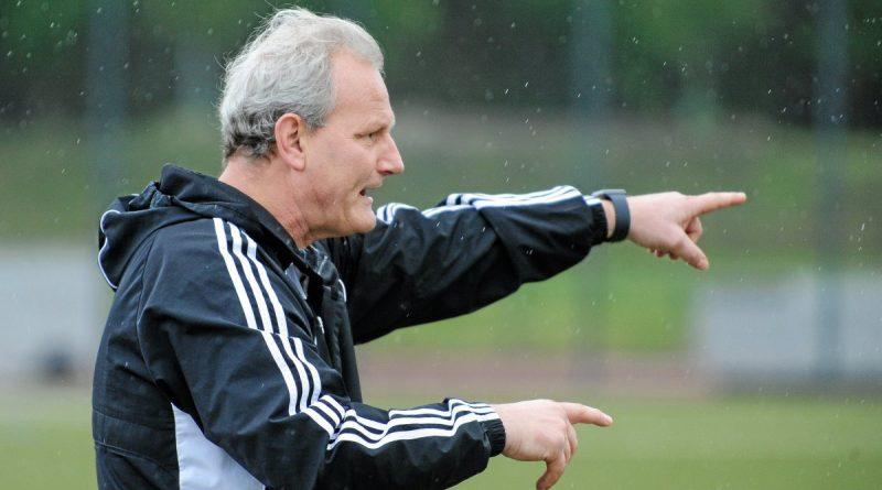 GSV-Trainer Eckart Schuster war trotz der deutlichen Niederlege gegen den Zweitligisten gar nicht so unzufrieden. Foto: Oleksandr Voskresenskyi / FUNKE Foto Services